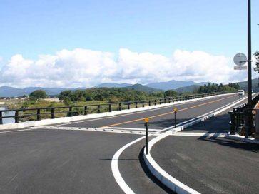 新鶴岡橋の親柱