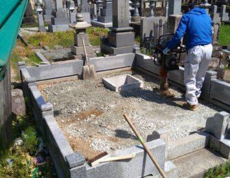 墓地を持っておられたK様。敷かれていた砂利を一旦撤去し整地作業