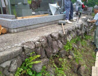 既設の石垣を一旦解体します
