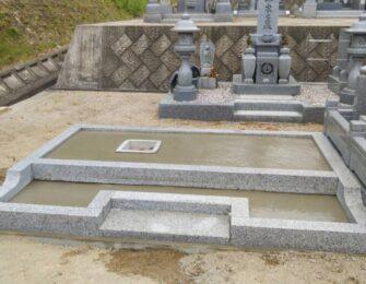 お寺の造成墓地に合うように、持ち帰った巻石を加工し据え付けています