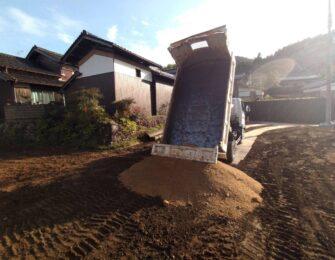 木の根や石などを撤去処分