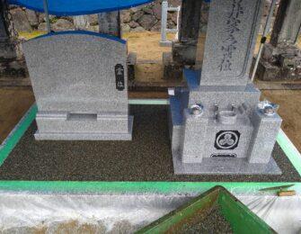 巻石に養生をして、石碑周りに樹脂砂利施工をしています